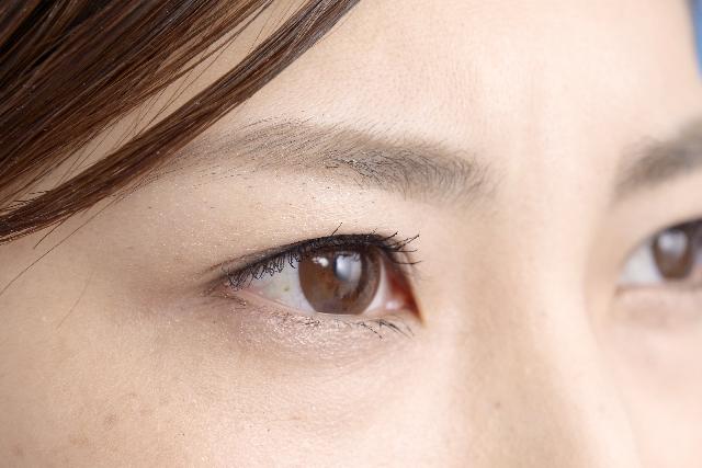 目から入る紫外線でシミが出来る