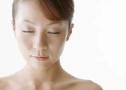 肝斑がレーザー治療で悪化する原因と、その予防方法について